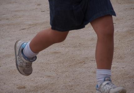 PA120013走る子の足.jpg
