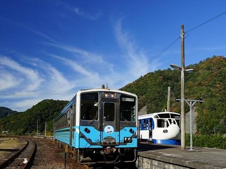 四万十川 列車_R.jpg